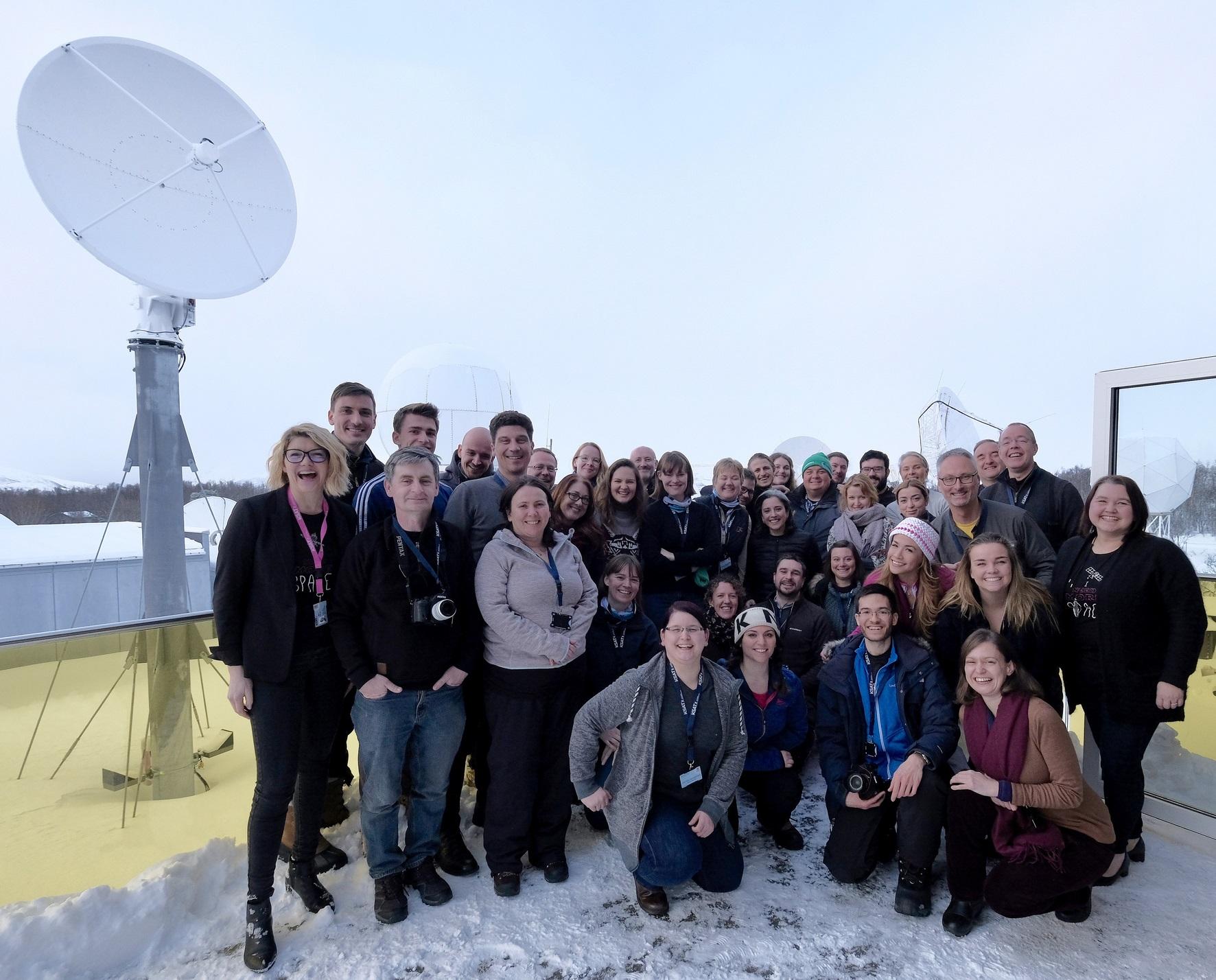 Nordlysjegerne fikk foredrag og omvisning på Kongsberg Satellite Services sine kontorer i Tromsø. Foto: ESA/J. Makinen