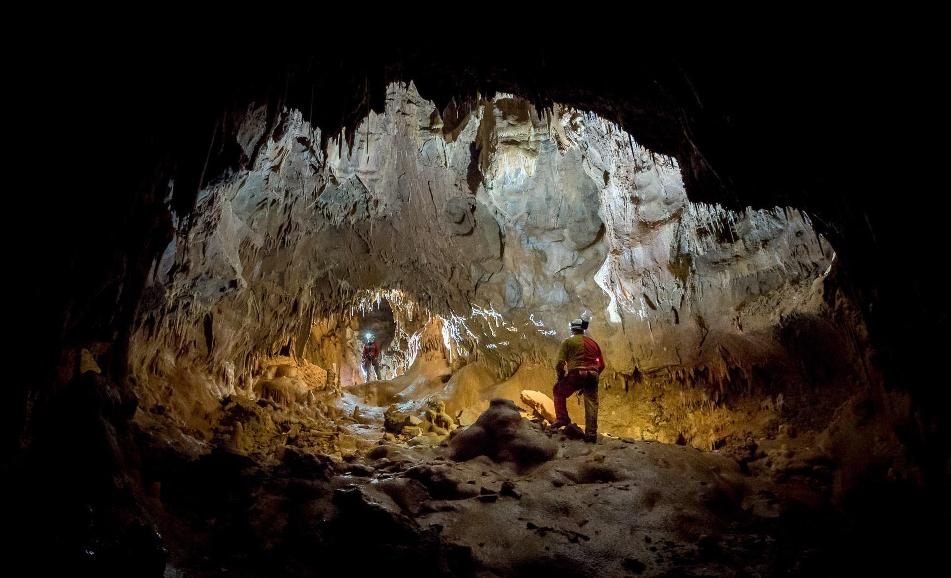 I 2019 fant CAVES sted i huler i Slovenia. Foto: ESA/A. Romeo