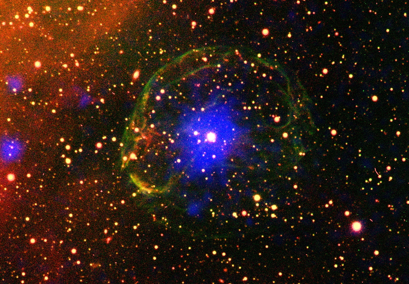 Pulsar med restene etter supernova-eksplosjonen sin rundt seg i blått. Foto: ESA/XMM-Newton/L. Oskinova/M. Guerrero; CTIO/R. Gruendl/Y.H. Chu