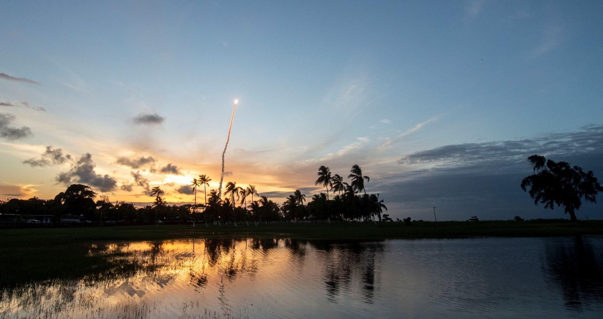 Oppskyting av Ariane 5 fra den europeiske rombasen i Kourou i Fransk Guyana. Foto: ESA/Arianespace