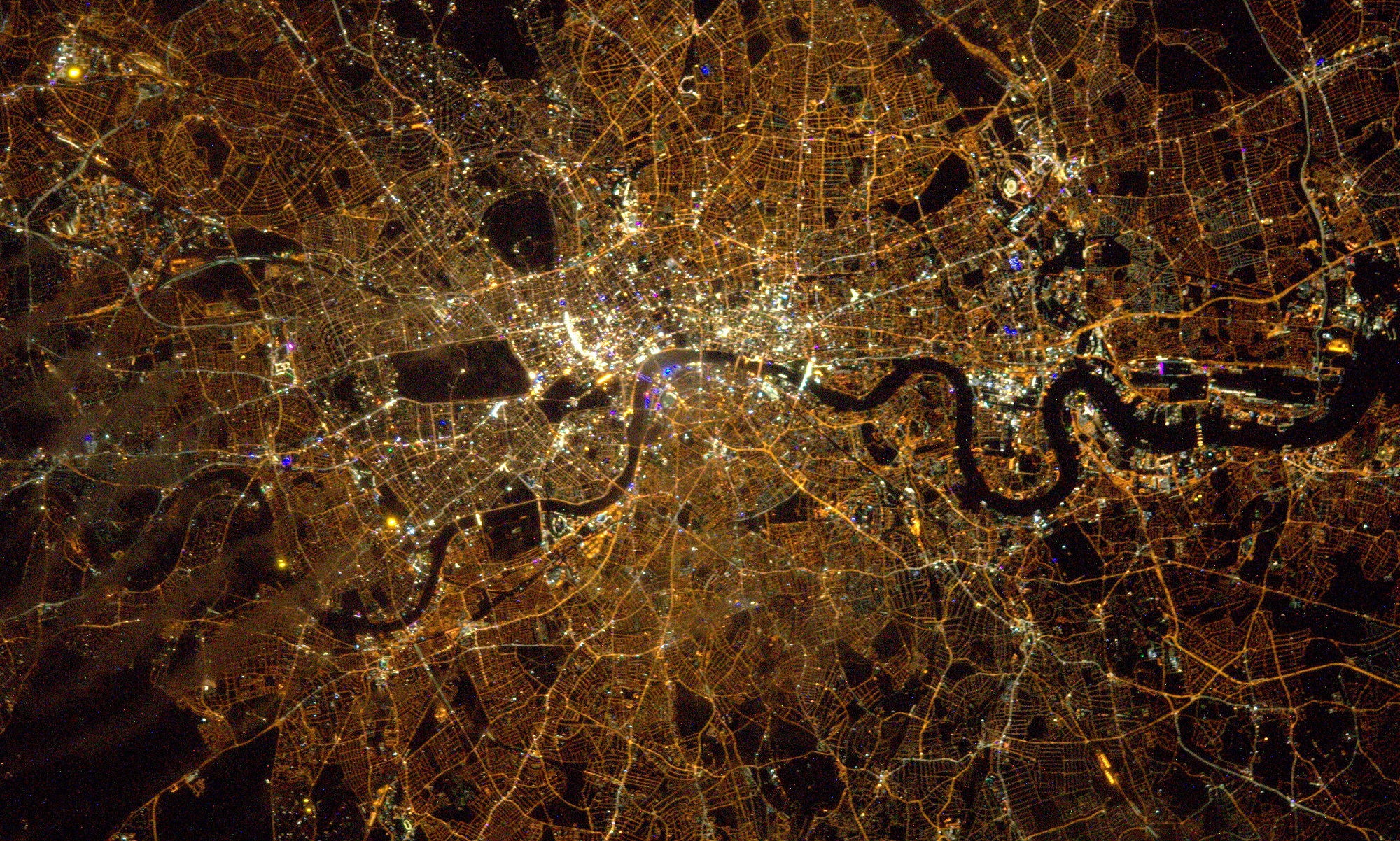 London sett av satellitt om natten. Foto: ESA