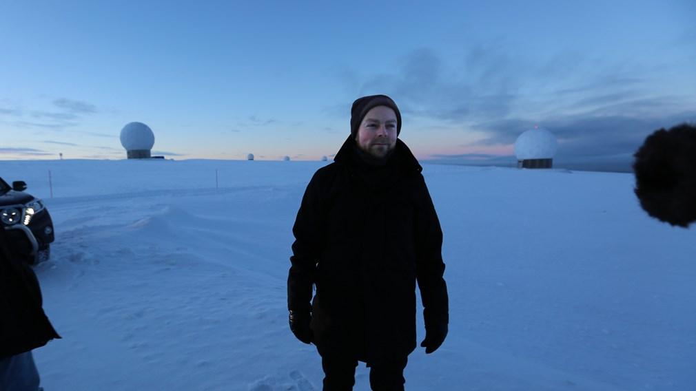 Næringsminister Torbjørn Røe Isaksen (H) på besøk hos SvalSat på Svalbard. Foto: NFD