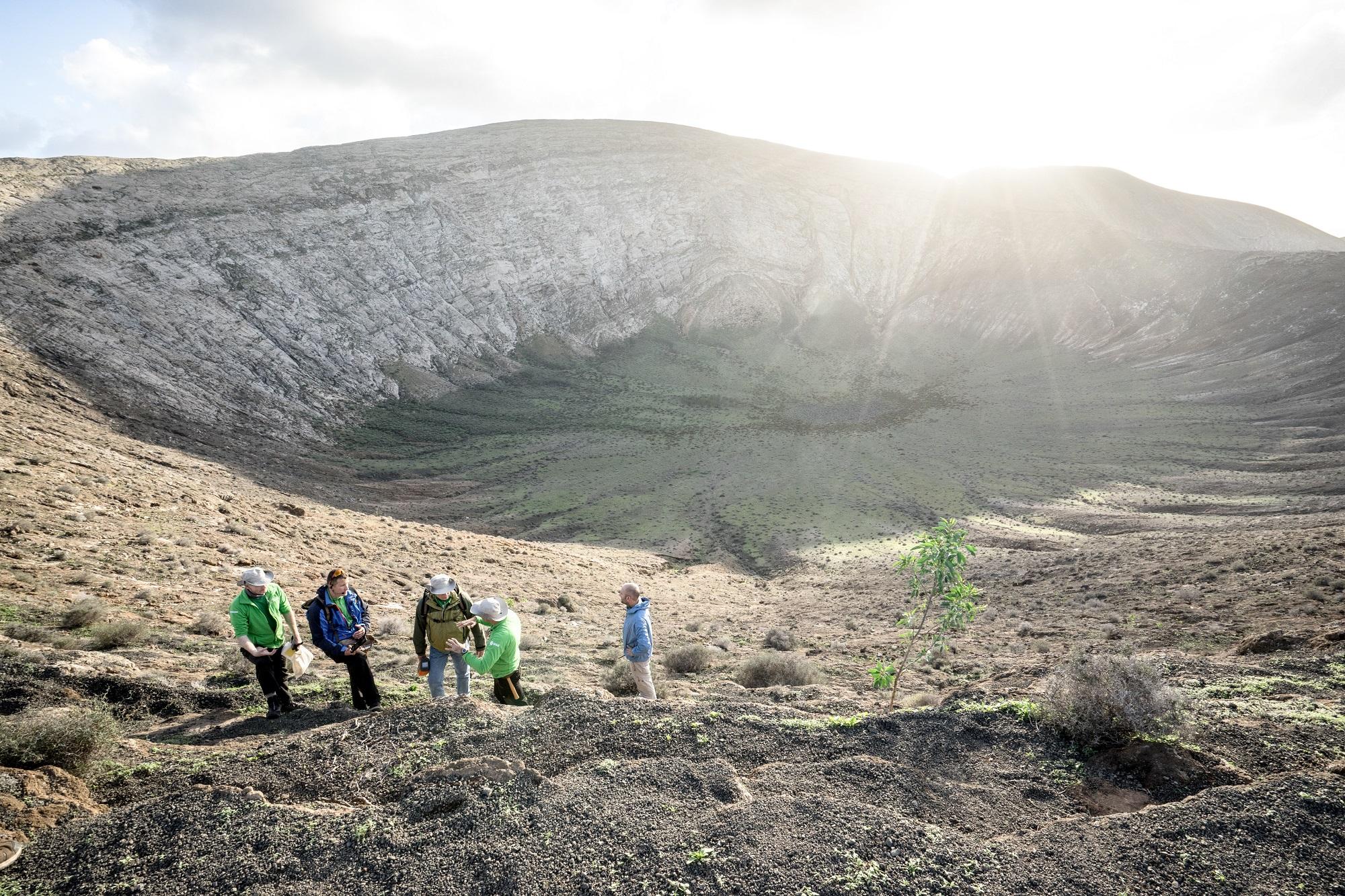 Pangaea 2018 foregikk på Lanzarote, blant annet i et gammelt meteorittkrater. Foto: ESA/A. Romeo