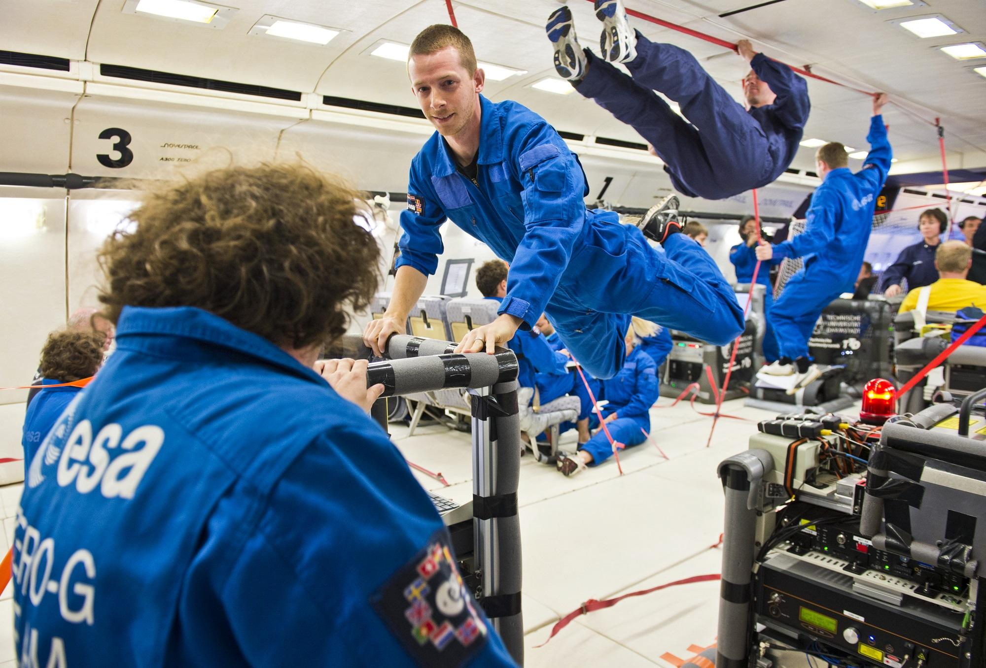 ESAs parabelflygninger gir vektløshet eller samme tyngdekraft som på månen eller Mars til eksperimenter og romfarere. Foto: ESA