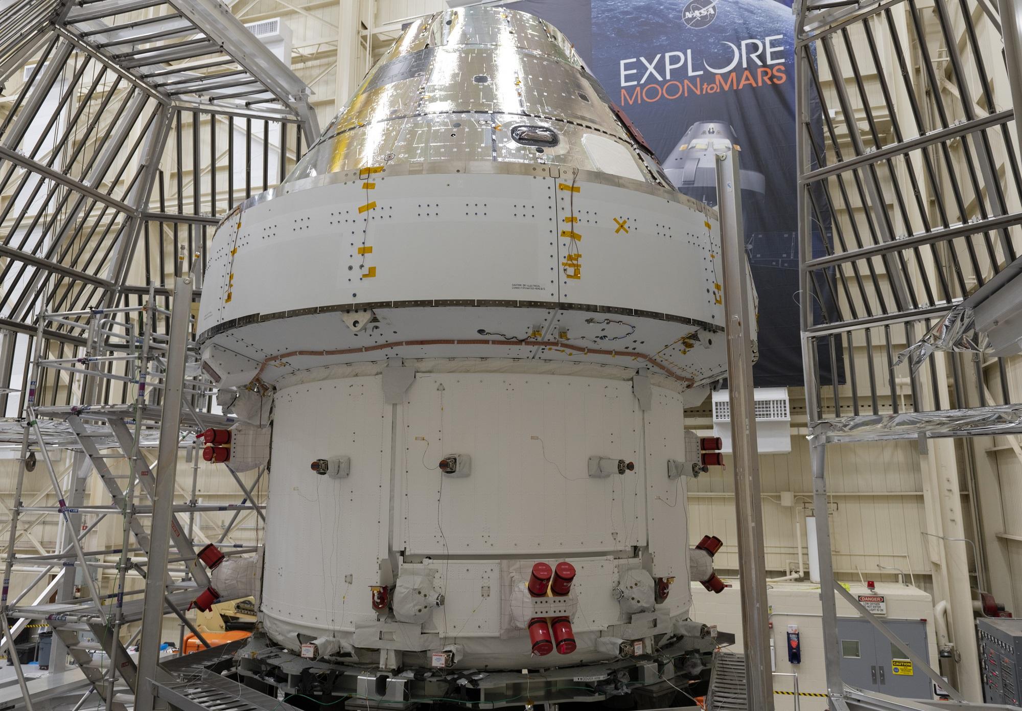 Orion, det nye romfartøyet som skal frakte astronauter til månen, er nå fremme hos NASA og skal testes grundig. Foto: ESA/S. Corvaja