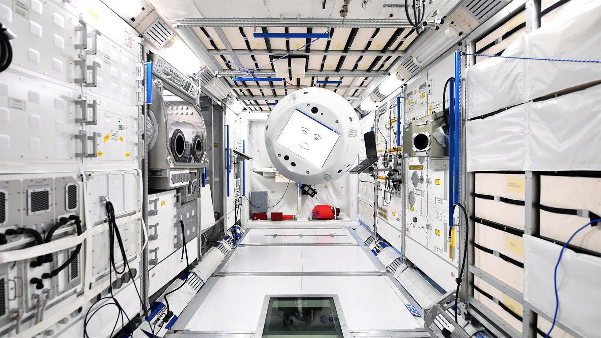 CIMON er den første kunstige intelligensen på romstasjonen. Foto: DLR/T. Bourry/ESA