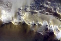 Første bilde av Mars fra TGO: Fra Korolev-krateret i nordområdene.