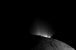 Vannsprut fra geysirene på Saturns ismåne Enceladus. Foto: NASA/JPL-Caltech/Space Science Institute