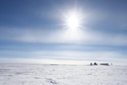 Den fransk-italienske forskningsbasen Concordia ligger på 75 grader sør i Antarktis. Foto: ESA/IPEV/PNRA–C. Possnig