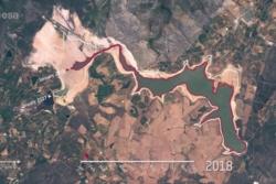 Vannmengden i Theewaterskloof-demningen utenfor Cape Town i Sør-Afrika fra 2017 til 2018.