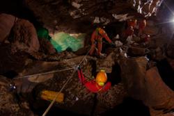 Astronauter på trening i Sicilias huler. Samarbeid må til, som i rommet. Foto: ESA/V. Crobu
