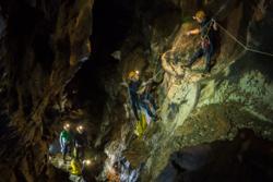 Romfarere i det store og dype grottesystemet på Sardinia i 2014 for å trene på samarbeid, navigasjon, romvandring, forskning og mer. Foto: ESA/S. Sechi