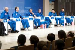 Etter å ha bodd mer enn 18 måneder inne i Mars-simuleringen, slapp testastronautene i Mars500 ut. Det første de måtte gjøre var å stille på pressekonferanse i Moskva. Foto: ESA