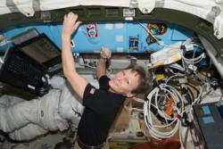 Peggy Whitson er den amerikanske romfareren som har vært lengst i rommet. I september 2017 vil hun ha vært mer enn 650 dager til sammen i bane. Foto: NASA