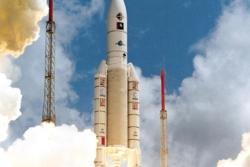 Oppskyting av Ariane 5, den europeiske bæreraketten for store nyttelaster. Foto: ESA