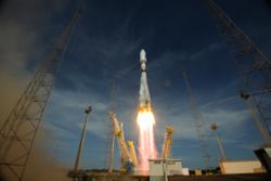 Oppskyting med Sojus-bærerakett fra Kourou. Her er det en satellitt i det europeiske navigasjonssystemet Galileo som farer opp i rommet. Foto: ESA