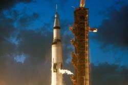 En Saturn V bærerakett skytes opp. Både Apollo- og Skylab-programmet brukte denne typen bærerakett. Foto: NASA