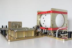 Spesialkameraet BUC og SatCom-instrumentet som skal filme ATV 5 fra innsiden når forsyningsfartøyet brenner opp i atmosfæren. Foto: ESA