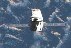 Dragon på vei til romstasjonen. Foto: SpaceX