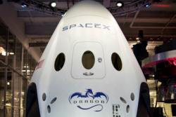 Dragon V2 er firmaet SpaceX sitt nye romfartøy for transport av astronauter til og fra den internasjonale romstasjonen. Foto: SpaceX