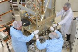 Pharao, en fransk atomklokke som skal gjøre forsøk i rommet, settes sammen. Foto: CNES
