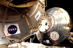 Den europeiske laboratoriemodulen Columbus kobles sammen med romstasjonen. ESA/NASA