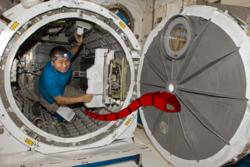 Slangeroboter kan hjelpe romfarere med inspeksjon og vedlikehold på romstasjonen. Grafikk: NASA/SINTEF