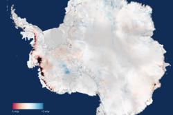 Tap av is fra Antarktis i meter per år fra 2010 til 2013, sett av CryoSat. Den sørlige delen av den antarktiske halvøy og Vest-Antarktis mister mest is, men også enkelte steder i Øst-Antarktis minker isen. Grafikk: CPOM/Leeds/ESA