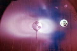 Her blir strålingsbeltene rundt jorda, Van Allen-beltene, gjenskapt i laboratoriet i 1966. Foto: NASA