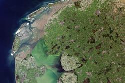 Satellittbilde av Nederland og drenerte områder tatt av Landsat. Foto: USGS/ESA