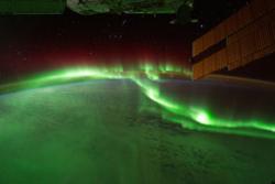 Sørlys sett fra den internasjonale romstasjonen. Foto: NASA