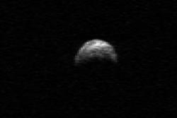 Asteroiden 2005 YU55 gikk innenfor månens bane 9. november 2011. Foto: NASA