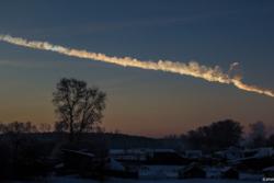 Sporet etter den 20 meter store meteoritten som eksploderte over Tsjeljabinsk i Russland 15. februar 2013. Foto: Alex Alishevskikh CC BY-SA 2.0 via http://www.flickr.com/photos/alexeya/