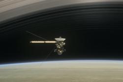 Cassini har forsket på Saturn og dens store måner siden 2004. Fredag 15. september 2017 er eventyret over. Grafikk: NASA/JPL-Caltech