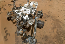 Selvportrett av roveren Curiosity på Mars. Slike bilder hjelper forskerne til å sjekke tilstanden på roveren. Foto: NASA/JPL-Caltech/Malin Space Science Systems
