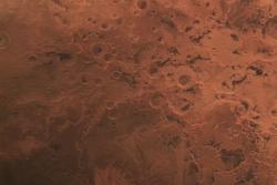 Sørpolen på Mars sett 25. februar 2015 av Mars Express. Midt på bildet er det kraterfylte høylandet. Øverst til venstre er en del av Hellas-bassenget. Foto: ESA/DLR/FU Berlin, CC BY-SA 3.0 IGO