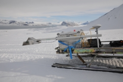 Testing av antennen til den norske bakkeradaren RIMFAX på Svalbard. RIMFAX skal sitte på NASAs nye rover Mars2020. Foto: NASA/FFI