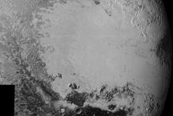 Plutos hjerteformete slette av is som har fått det uoffisielle navnet Sputnik Planum, sett av New Horizons 14. juli 2015. Foto: NASA/JHUAPL/SwRI
