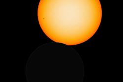 Slik vil den lille delvis solformørkelsen over Norge 21. august 2017 se ut. Grafikk: NASA/SDO/P. Brekke
