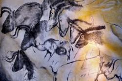 Fargestoffet beinkull i hulemaleriet i Chauvet i Sør-Frankrike har vart i 30 000 år. Et liknende fargestoff skal beskytte romsonden Solar Orbiter mot solas lys og varme. Foto: Wikimedia Commons