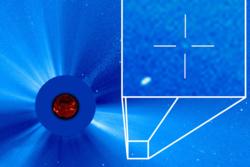 Solsatellitten har oppdaget mer enn 3000 kometer. Her er den 3000nde kometen markert i bildet. Foto: SOHO/NASA/ESA