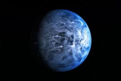 Exoplaneten HD 189733b er blå, men der stopper likheten med jorda. Denne gassgiganten går så nær stjernen sin at det regner glass i 1000 graders varme i vinder på 7000 kilometer i timen. Illustrasjon: NASA/ESA/M. Kornmesser