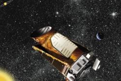 Romteleskopet Kepler ble skutt opp i 2009 og leter etter eksoplaneter, planeter utenfor vårt solsystem. Illustrasjon: NASA