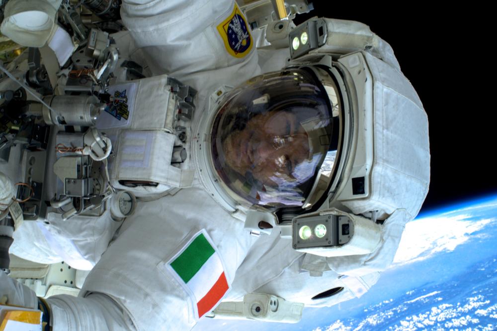 Luca Parmitano, italiensk astronaut hos ESA, på romvanding i 2013. Foto: NASA/ESA