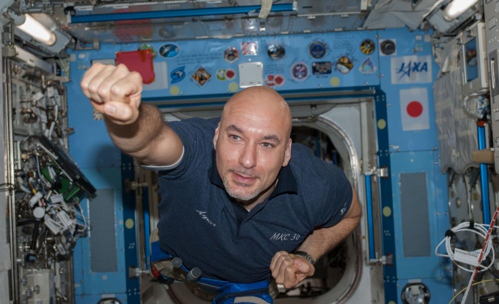 ESAs italienske astronaut Luca Parmitanopå romstasjonen. Foto: NASA/ESA