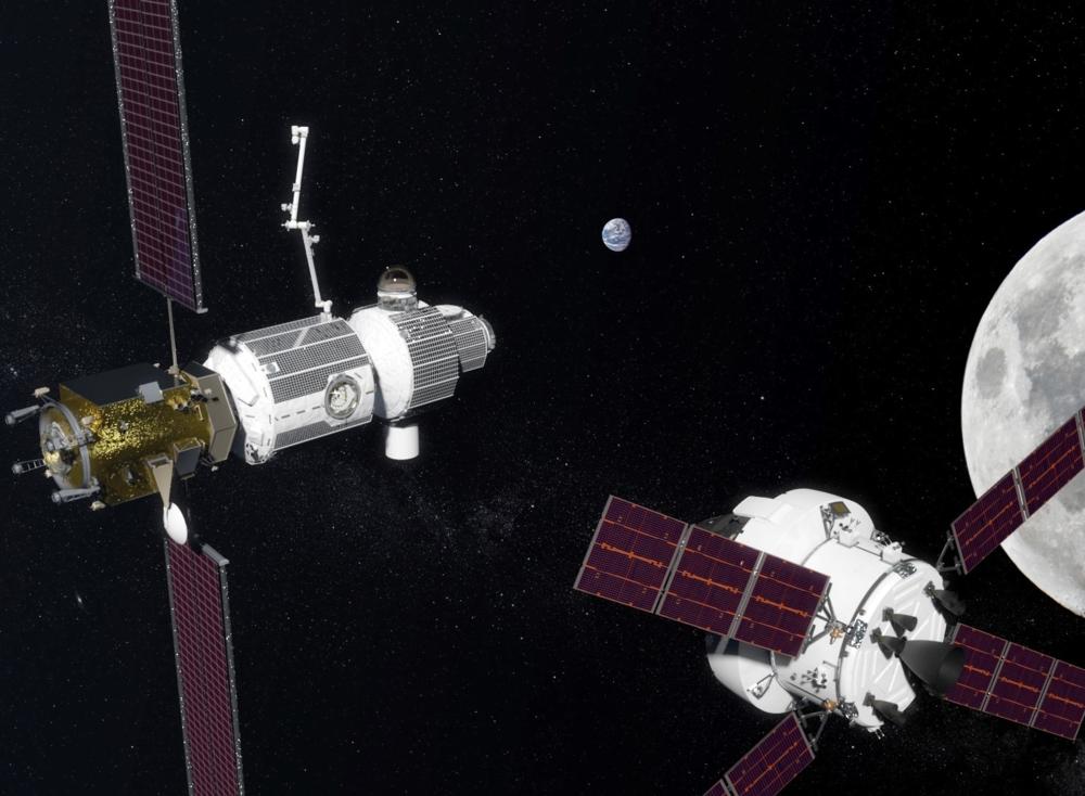 Orion (til høyre) ved den fremtidige romstasjonen i bane rundt månen, Lunar Gateway (til venstre). Illustrasjon: NASA