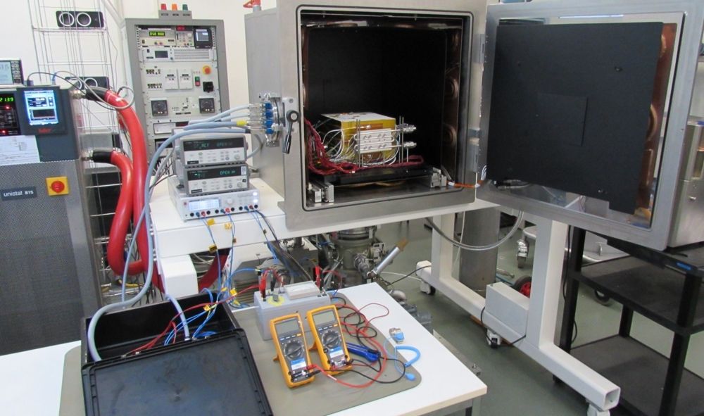 Murstein av kunstig regolitt testes for å lagre varme og danne strøm. Foto: ESA/Azimut Space