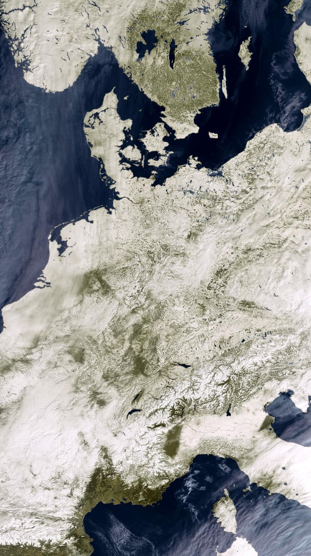 Europa i snø, sett av Envisat i mars 2005. Foto: ESA