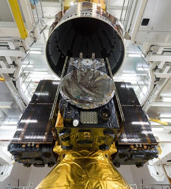 Fire Galileo-satellitter sitter pakket på det øverste trinnet av en Ariane 5-bærerakett før oppskyting 12. desember 2017. Foto: ESA/CNES/Arianespace/Optique video du CSG – JM Guillon