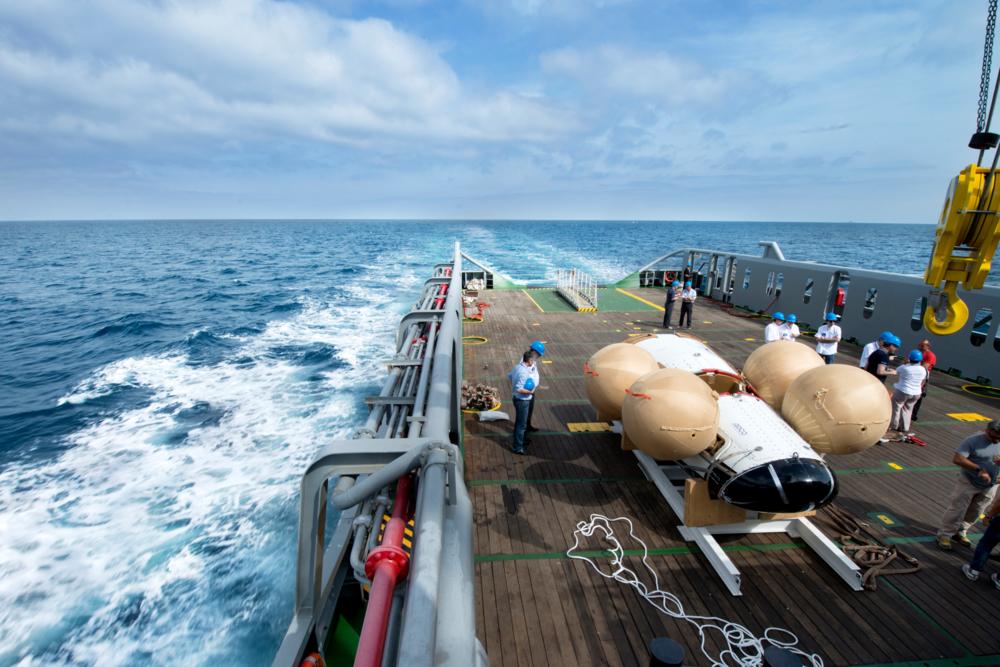 ESAs nye romfartøy, Intermediate eXperimental Vehicle (IXV), på dekk etter siste test til havs i juni 2014. Foto: Neri/Livorno